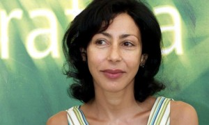 Sieht gar nicht unglücklich aus: Yasmina Reza (Foto: diepresse.com)