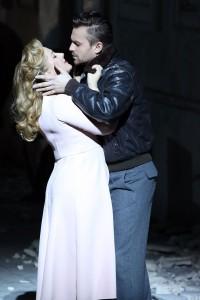 Diana Damrau (Lucia) und Pavol Breslik (Edgardo) in LUCIA DI LAMMERMOOR (Foto von www.staatsoper.de)