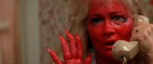 Warum muss ich bei dieser bösen, Lippenstiftbemalten Frau an SHINING denken? (Bild von http://moviemezzanine.com)