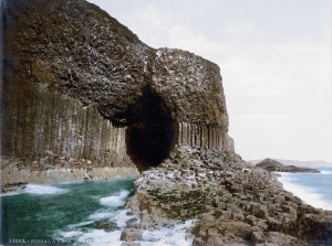 Die Fingalshöhle auf der Hebrideninsel Staffa. Felix war da. (Bild von www.de.wikipedia.org)
