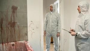 """Wenn meine Mutter sagt, sie schlägt an der Arbeit """"rein, bis das Blut spritzt"""", meint sie, glaube ich, was Anderes. Mark Wasche als Robert Karow (Bild von www.daserste.de)"""