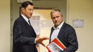 Einer der besten Dialoge im Tatort: Der Kommissar und sein Vorgesetzter Rauter (Hubert Kramar. Bild von www.daserste.de)