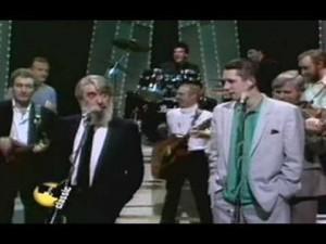 Urgestein vs. Punk: Ronnie Drew (DUBLINERS) und Shane MacGowan (POGUES) (Bild von www.youtube.com)