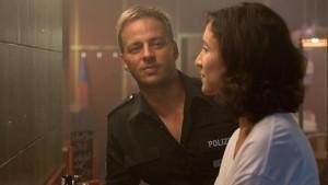 Eine spannende Begegnung: Lange Zeit bleibt die Beziehung zwischen Rausch (Tom Wlaschiha) und Brandt (Sibel Kekilli) in der Schwebe (Bild von www.daserste.de)