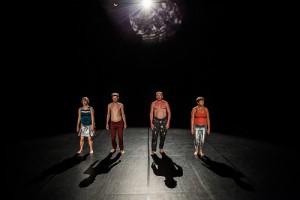 Die finnische Performance-Gruppe OBLIVIA - hier ein Foto aus KA-BOOM, ihrer letzten Performance (Bild von www.flickr.com)