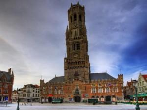 Ziemlich hoch und ganz schön gotisch: Der gefährliche Belfried in Brügge (Bild von www.urlaubsziele.com)