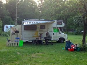 Könnten auch Holländer sein... Die WELTMASCHINE UNTERWEGS auf dem Campingplatz Thalkirchen.