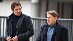Viel zu tun, wenig Profilgewinn: Die Politiker und anderen Drahtzieher stehen gegenüber den Ermittlern (Felix Klare und Richy Müller) sehr im Vordergrund (Bild von www.daserste.de)