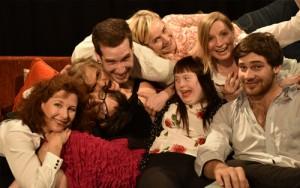 Man merkt dem Ensemble den Spaß an der gemeinsamen Arbeit an: das Team von SCHAMO (Bild Vuk Latinovic)