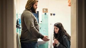 Eine andere Art Beziehungstat: Simon Amstad (Antoine Monot jr.) wird durch die Traumatisierung seiner Frau Karin (Sarah Hostettler) zum Täter (Bild von www.daserste.de)