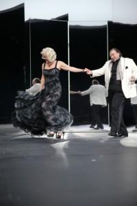 Katharina Pichler und Oliver Nägele (Foto Andreas Pohlmann, von www.residenztheater.de)