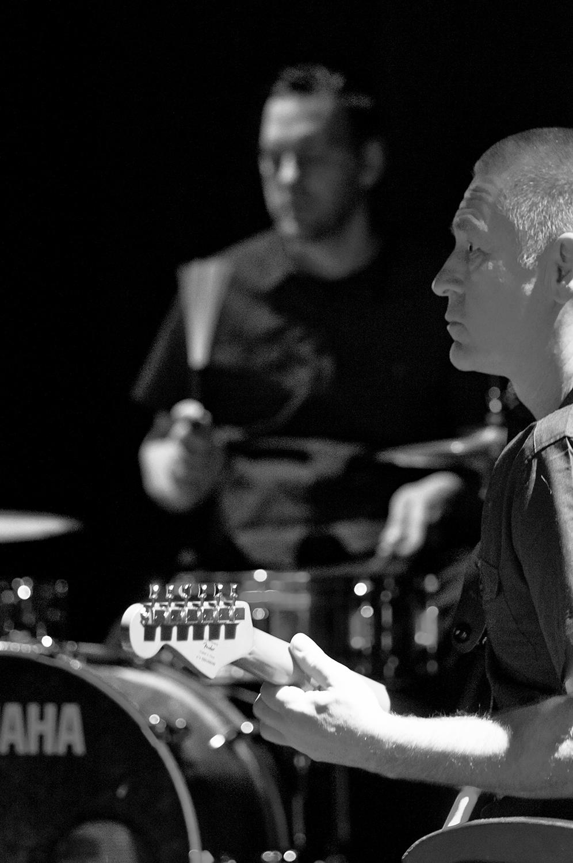 Jörg als Musiker in KILLERINSTINKT mit Matthias Freund am Schlagzeug. Foto von Ilja Meß.